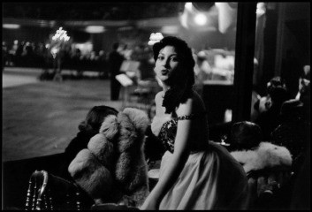 France. Paris. 1955. An elegant guest. Once the show was over the dancing began and continued until four in the morning. The dance orchestra consisted of Roby Davis, with Claude Normand at the Hammond organ., by Inge Morath