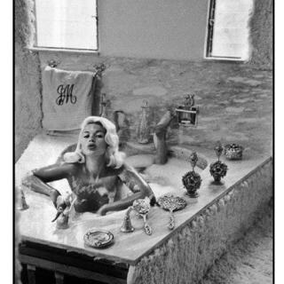 Inge Morath, Jayne Mansfield at home, Hollywood, 1959.