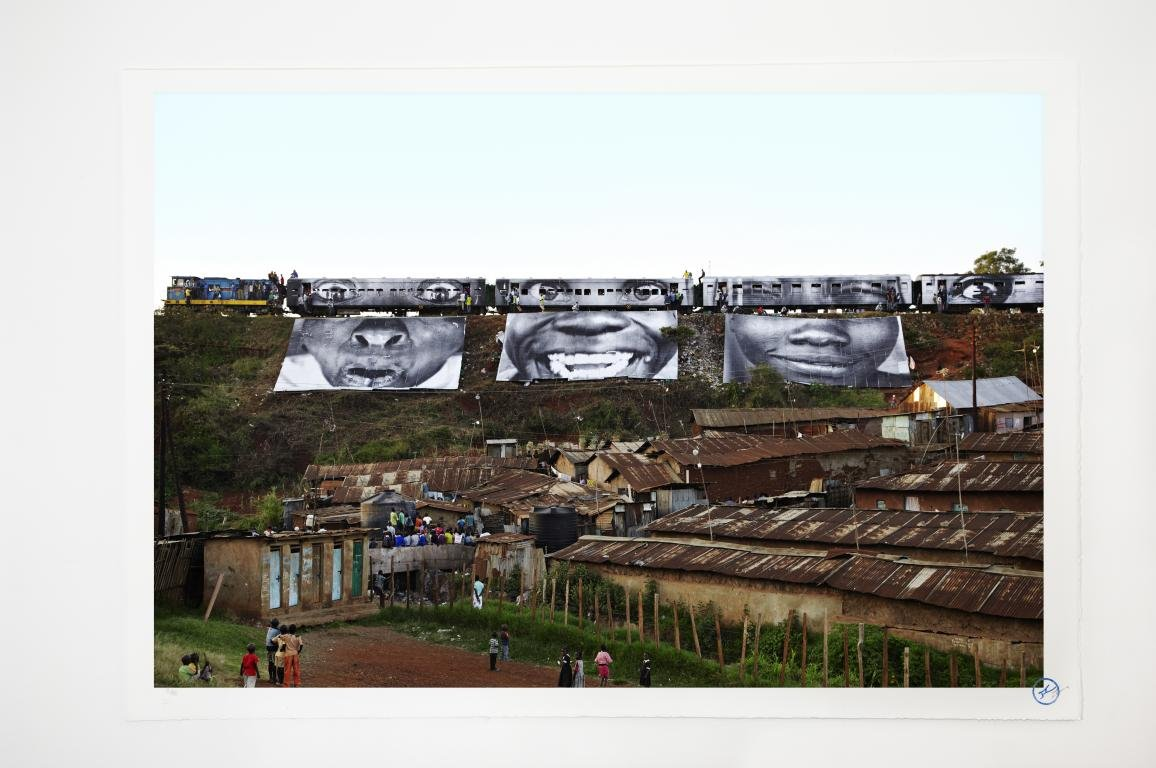 JR , 28 Millimètres, Women are Heroes - In Kibera Slum, train passage 1